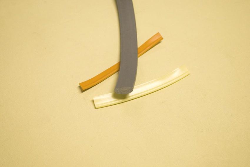 profilo plastica per tappezzeria (modelli vari)